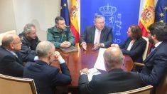 El delegado del Gobierno en Murcia, Francisco Bernabé, reunido con miembros de Policía Nacional, Guardia Civil y Hostetur.