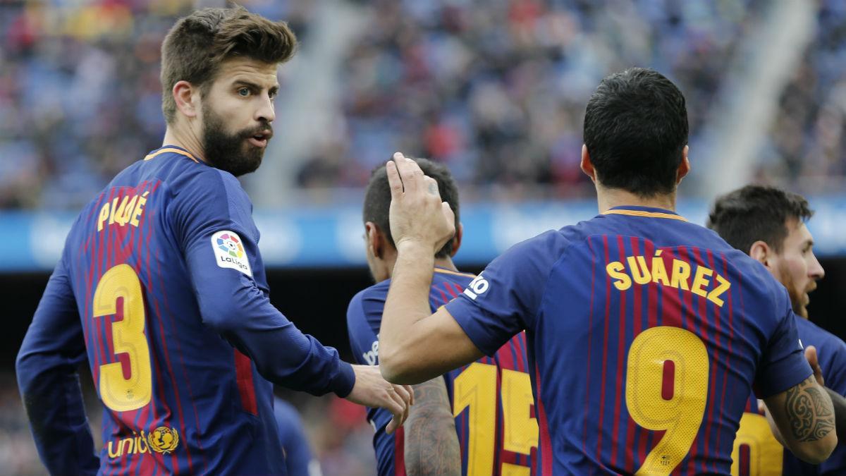 Suárez y Piqué celebran un gol. (AFP)