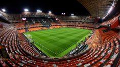 Mestalla también es otro candidato como todos los cursos. El Valencia se quedó a las puertas de la final y su alta capacidad -55.000 asientos- puede ser su pro y además pillaría casi en la mitad de ambas aficiones. (Getty Images)