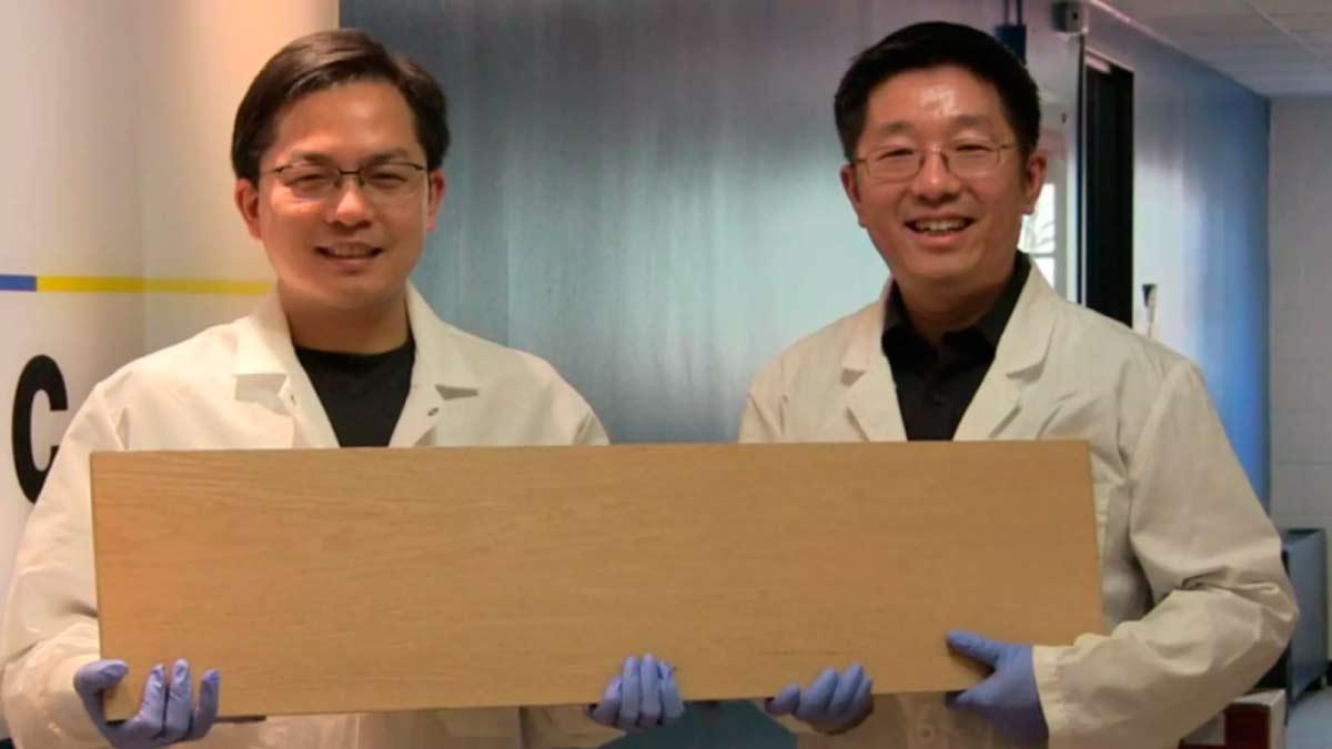 Científicos de la Universidad de Maryland posando junto a su invento