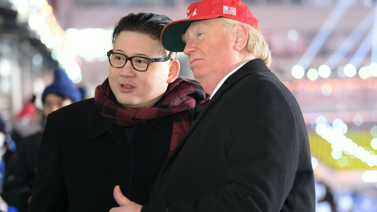 Los dobles de Donald Trump y Kim Jong Un. (AFP)