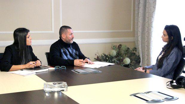 Esteve y su abogada Celsa durante la entrevista
