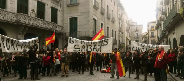 Concentración contra el cambio de nombre de la Plaza de la Constitución en Gerona
