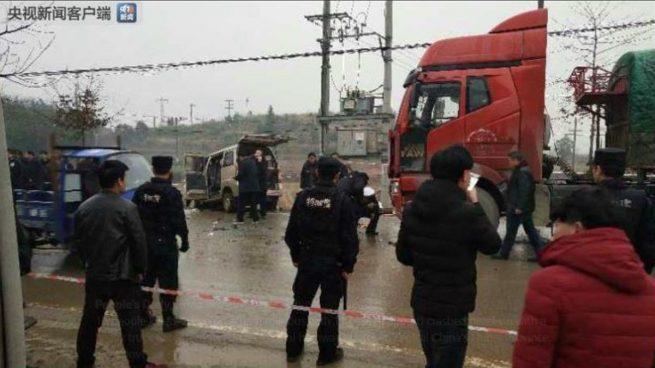 Al menos diez muertos por el choque entre un minibús y un camión en la provincia china de Hubei