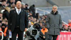 Mourinho y Benítez durante el partido. (Getty)