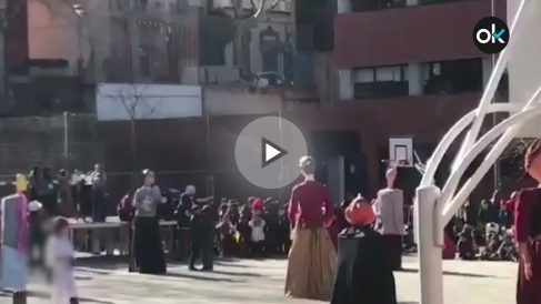 Canción con letra independentista en la Escola Torrent de Barcelona
