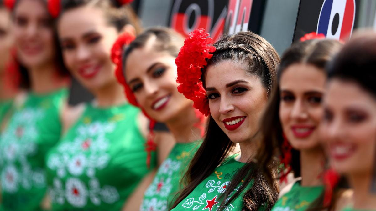 Chase Carey, presidente de la Fórmula 1, ha declarado que la decisión de prohibir las azafatas de la parrilla se ha hecho pensando en las prioridades de los aficionados, negando no obstante que las chicas guapas vayan a desaparecer de la Fórmula 1. (Getty)