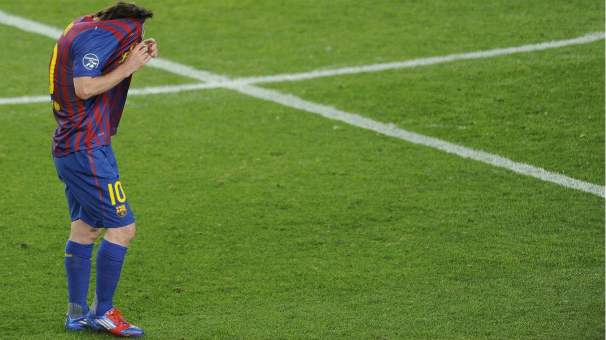 Messi se lamenta tras fallar un penalti ante el Chelsea en 2012. (AFP)