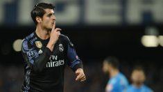 Morata manda callar al público del Nápoles durante su etapa en el Madrid. (AFP)