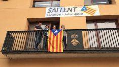 Una estelada en el Ayuntamiento de Sallent colocada por ERC.
