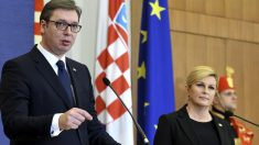 Kolinda Grabar-Kitarovic y Aleksander Vucic (Foto: AFP)