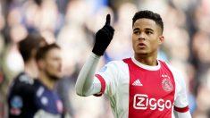 Justin Kluivert celebra un gol con el Ajax. (AFP)
