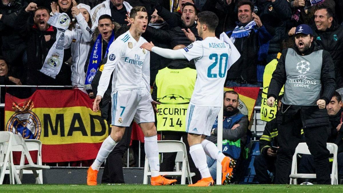 Asensio abraza a Cristiano tras el 2-1 obra del portugués. (EFE)