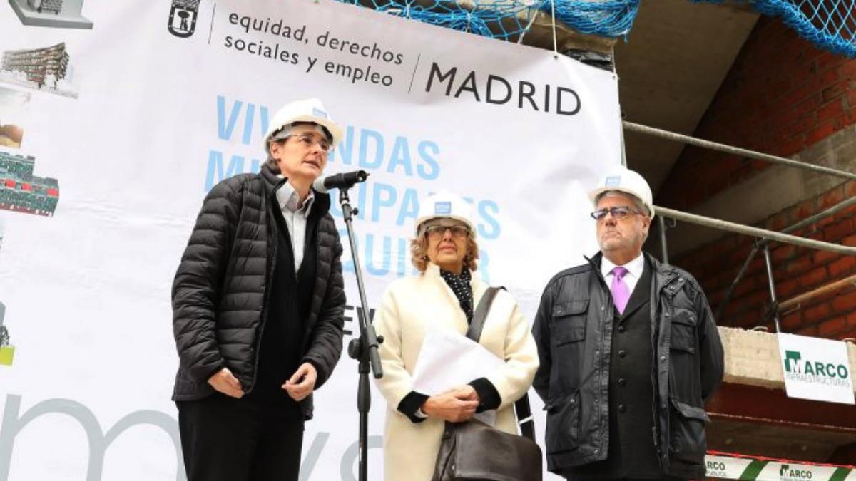 La alcaldesa Manuela Carmena en la presentación de una promoción de la EMVS. (Foto. Madrid)