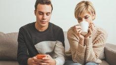 El 33% de los usuarios de internet admite espiar a sus parejas online.