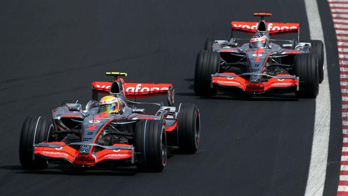Un antiguo mecánico de McLaren ha relatado en su nuevo libro con pelos y señales cómo fue el polémico año 2007 en el que nació la rivalidad entre Lewis Hamilton y Fernando Alonso. (Getty)