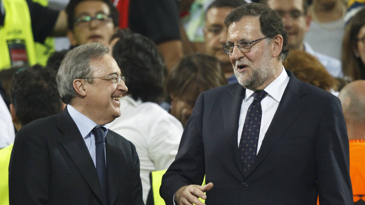 Mariano Rajoy dialoga con Florentino Pérez.