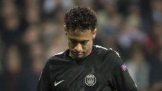 Neymar, cabizbajo, tras una acción en el Real Madrid-PSG. (AFP)