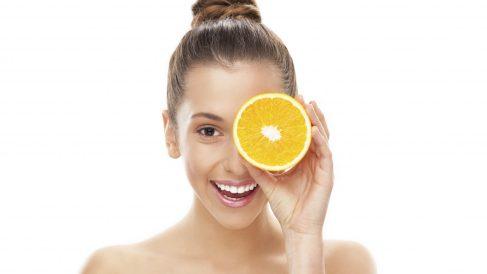 La vitamina C se conoce científicamente como ácido ascórbico.