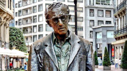 Escultura de Woody Allen en Oviedo. (Foto: Wikimedia)