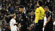 Neymar y Mbappé no dieron ningún pase a Cavani en todo el partido en el Bernabéu. (AFP)