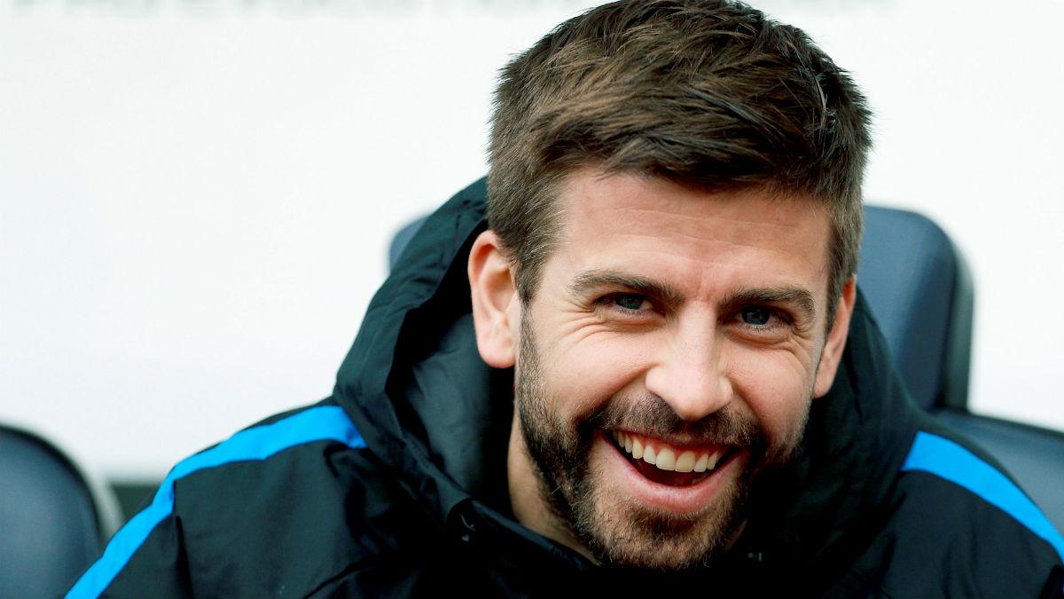 Piqué, en el banquillo del Barcelona contra el Getafe. (EFE)