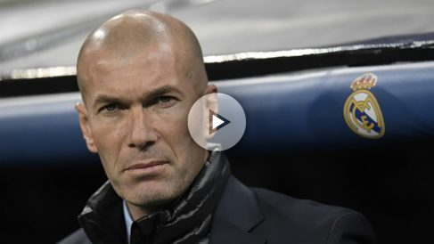 zidane-en-el-banquillo-del-real-madrid.-afp-655×368 copia