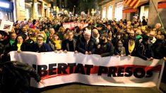 Manifestación de ANC y Òmnium este jueves en Barcelona (Foto: Efe).