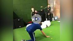 Thibaut Courtois, durante su sesión de entrenamiento de reflejos con el Chelsea. (@ChelseaFC)