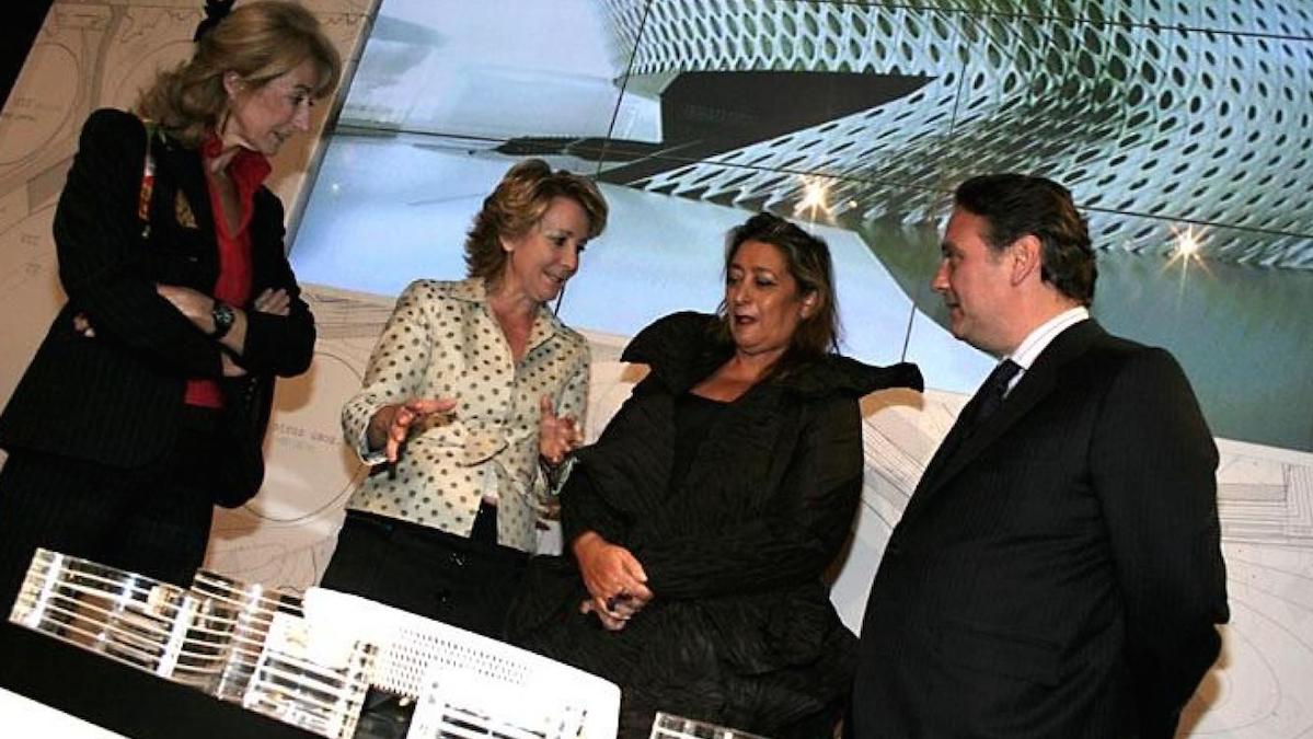 La expresidenta madrileña, Esperanza Aguirre en una presentación del Campus de la Justicia en el 2007 junto al que fuera vicepresidente regional, Alfredo Prada.