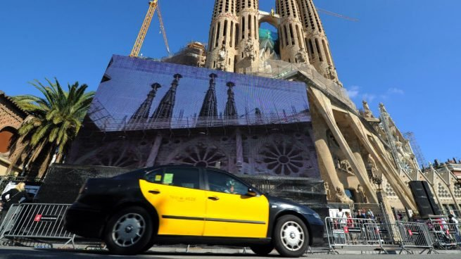 Fomento defiende romper la unidad de mercado para proteger al taxi de Uber y Cabify