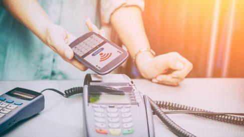 La tecnología NFC permite el pago con móvil.