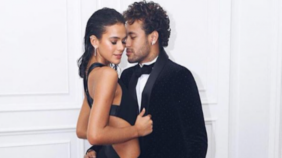 Neymar, junto a su novia Bruna Marquezine.