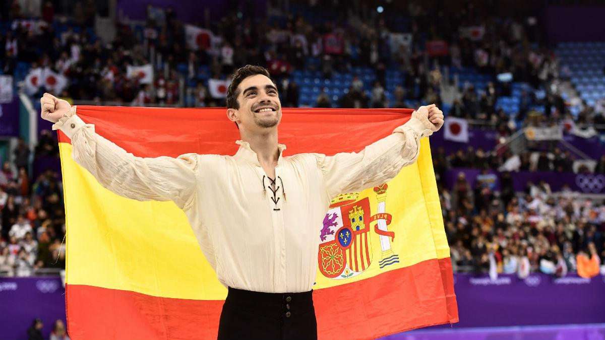 Javier Fernández festeja su medalla de bronce en los Juegos. (AFP)