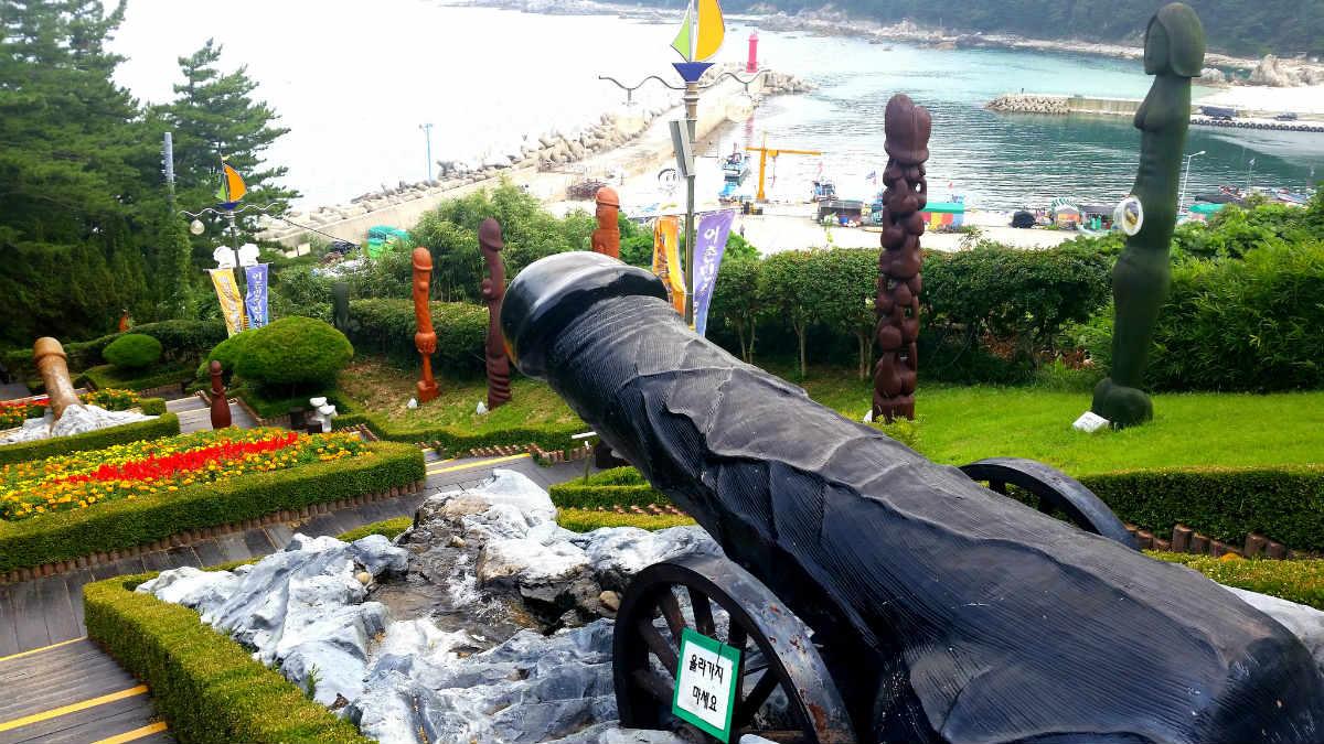 El pene con forma de cañón es uno de sus principales atractivos