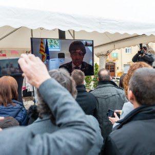 Puigdemont inaugura por videoconferencia una feria del cerdo organizada por su amigo Matamala