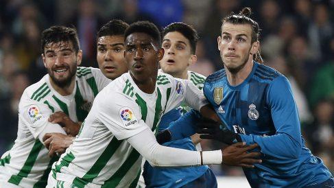 Gareth Bale durante una acción en el Betis-Real Madrid. (EFE)