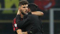 Gattuso abraza a Cutrone durante un partido del Milan de esta temporada. (Getty Images)