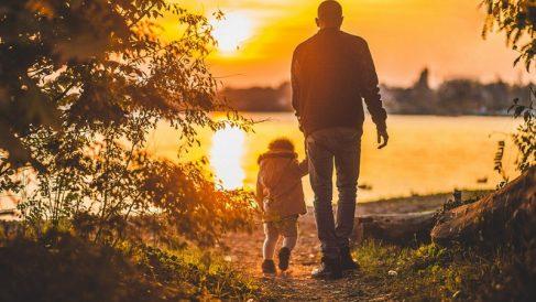 Los hombres podrán implicarse más en el cuidado de los hijos gracias a la equiparación de los permisos de paternidad y maternidad