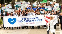 Manifestación en Palma contra el Govern por exigir el catalán en la sanidad (Foto: Efe).