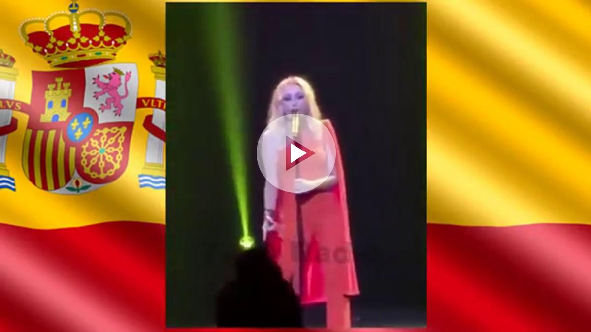 Marta Sánchez cantando una versión propia del Himno de España en el Teatro de la Zarzuela el pasado febrero