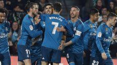 Los jugadores del Real Madrid celebrando el primer gol de Marco Asensio. (AFP)