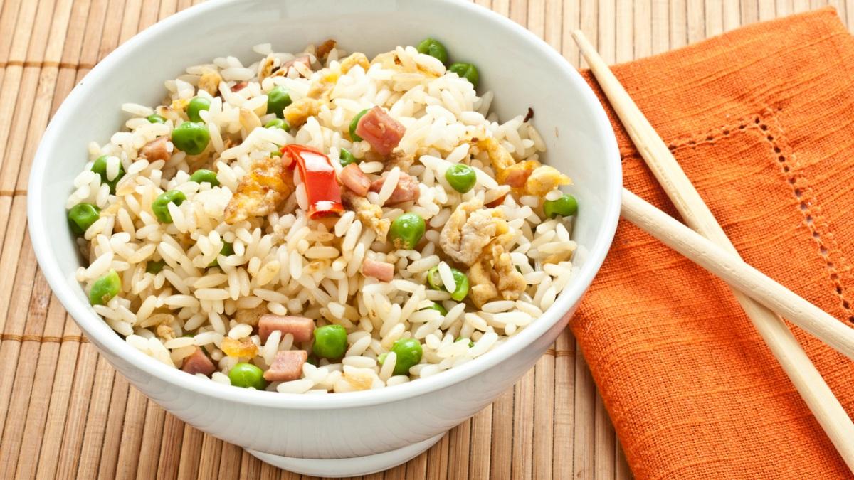Receta de ensalada de arroz y pollo.