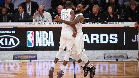 LeBron y Durant celebran el triunfo en el All Star. (AFP)