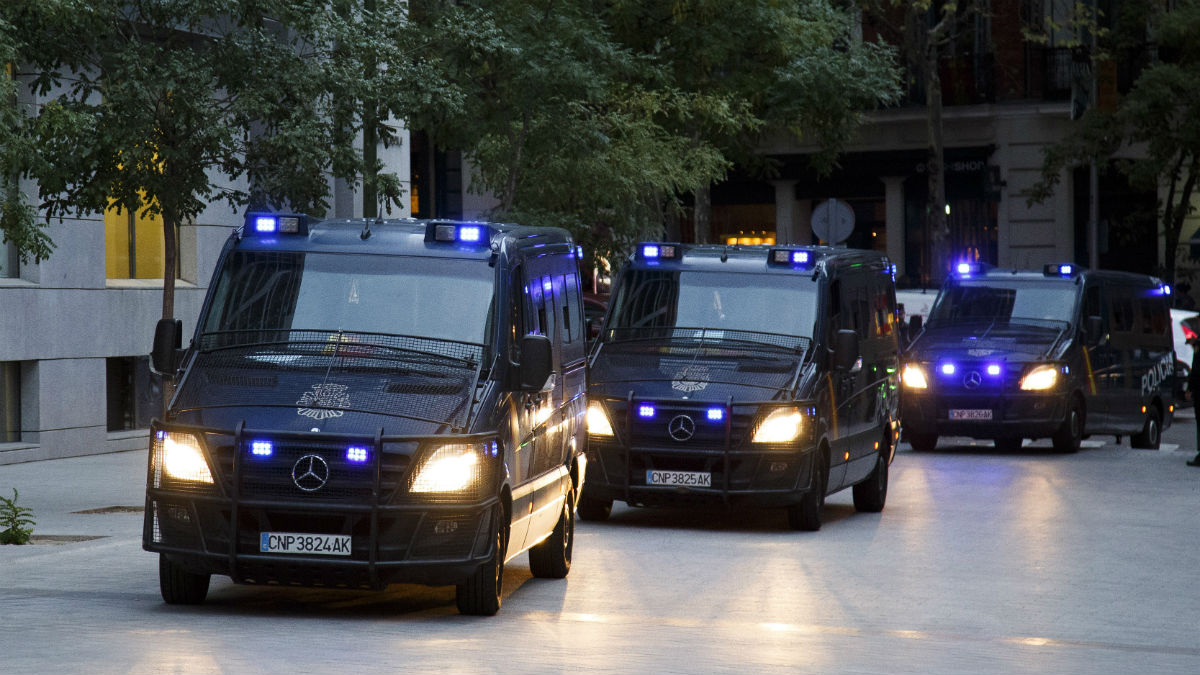 Furgones de la Policía Nacional. (Getty)   Operación Enredadera