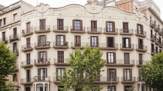 El precio del alquiler sube un 49% en Cataluña y un 27% en Madrid en cuatro años