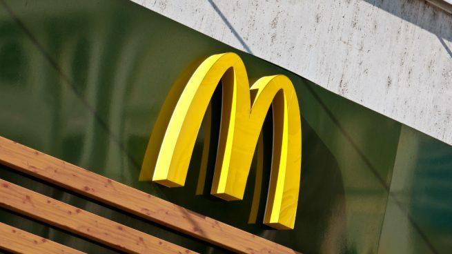 Se intoxican 3 mil personas con ensalada, McDonald's deja de venderla