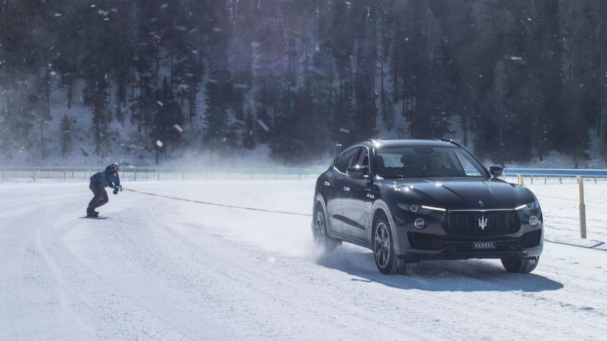 Jamie Brown ha batido un nuevo Récord Guinness al ser remolcado a casi 150 km/h sobre su tabla de snowboard por todo un Maserati Levante.