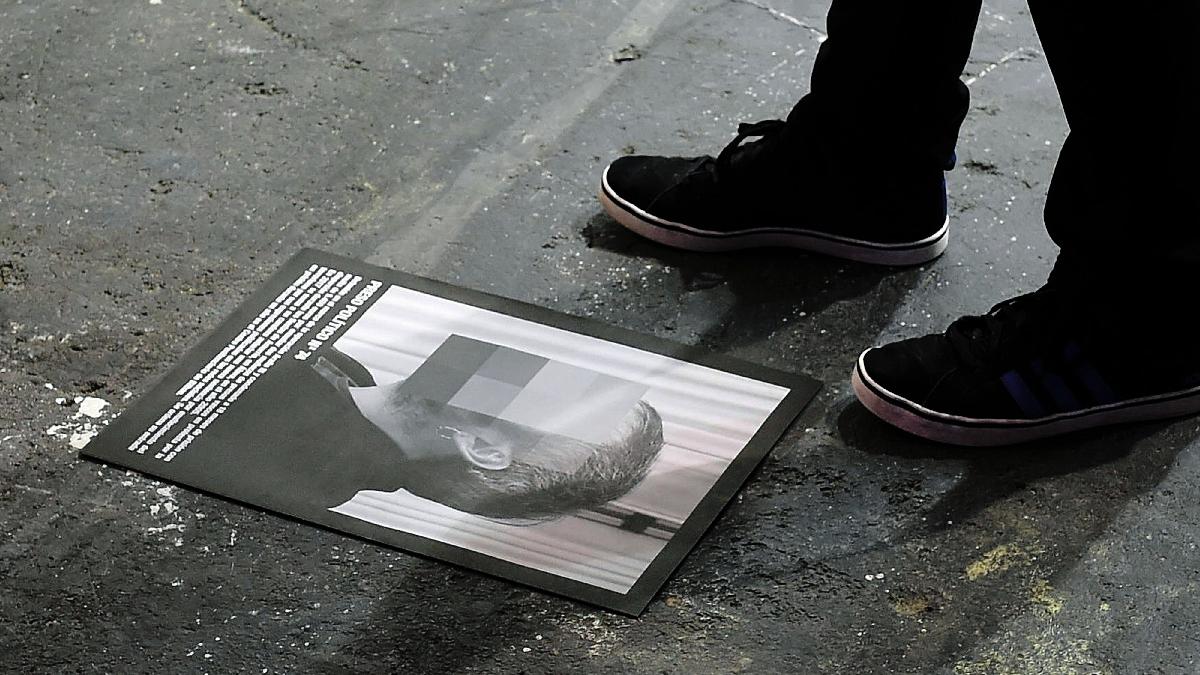 Un folleto de la obra retirada de Arco 2018. (Foto: EFE)