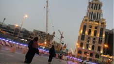 Mujeres saudies pasean por las calles de Riad, capital de Arabia Saudí. (Foto: ADP)